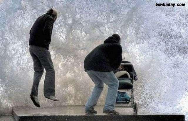 ondata di acqua addosso