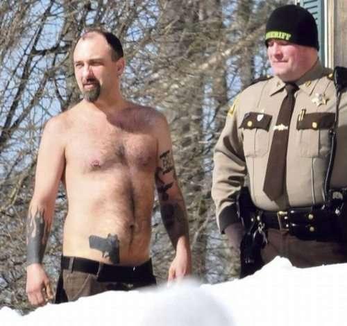 immagini casuali del giorno con il poliziotto