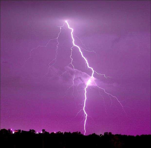 Immagini di tornadi fuochi e lampi 30 foto for Sfondi hd viola
