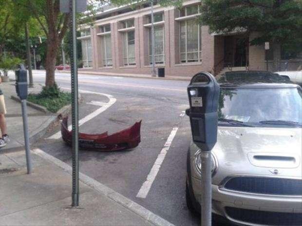 dimenticare il paraurti dell'auto nel parcheggio