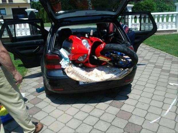 Trasportare la moto in auto