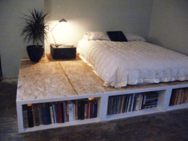 Se lo spazio in camera è un problema con questo piano rialzato ...