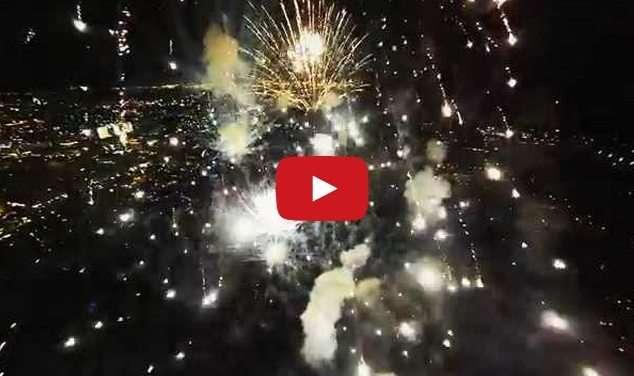 fuochi d'artificio visti dal cielo