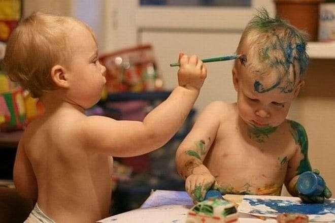bimbi fratelli ironici