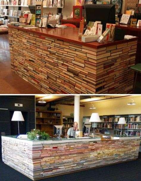 Strano bancone in biblioteca