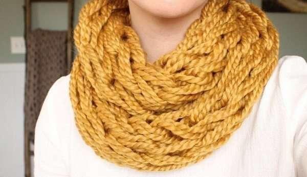 Creare una sciarpa con le braccia