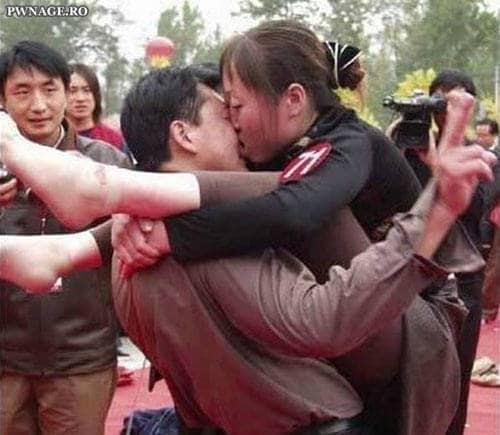 Baciare in posizione scomode