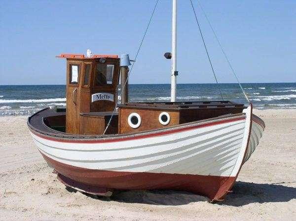 Barca sulla spiaggia HD