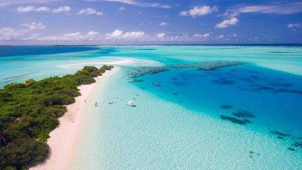 Una Spiaggia e una mare meraviglioso