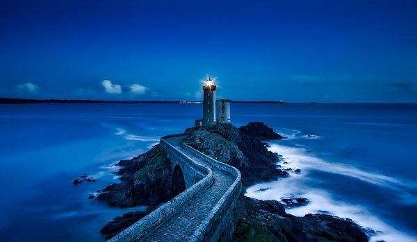 Faro di notte