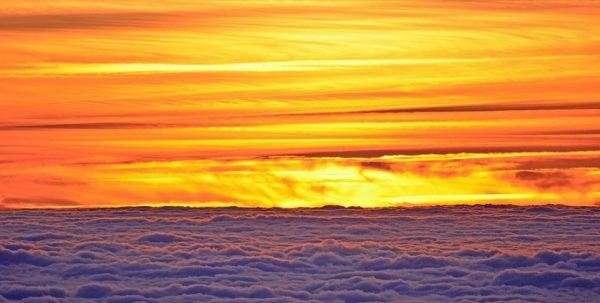 Meravigliosi colori del tramonto sul mare